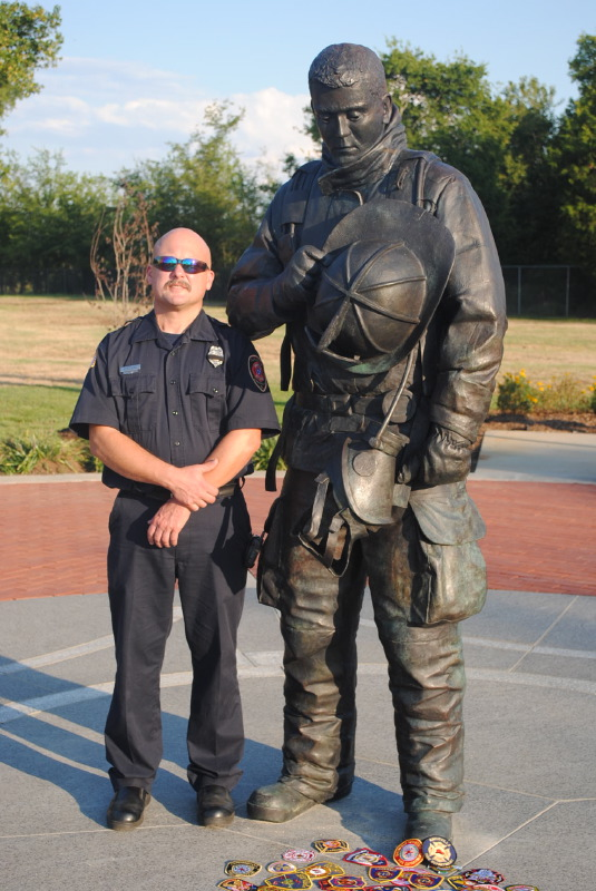 TN. Fallen Firefighter Memorial  w: sculptor Scott Wise